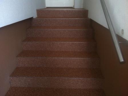 Epox Beschichtungen Stiegenverkleidung Stiegenbeschichtung Dekorstiege Steinteppich 03